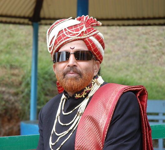 Mathad Mathadu Mallige - ReviewVishnuvardhan Kannada Actor With Lion